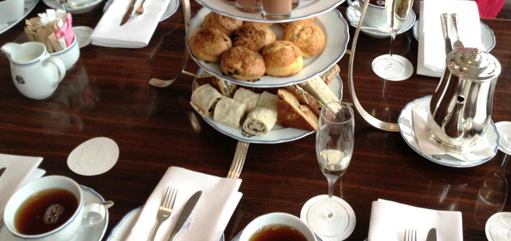 afternoon-tea-grand-hotell-cardierbaren-travelgrip