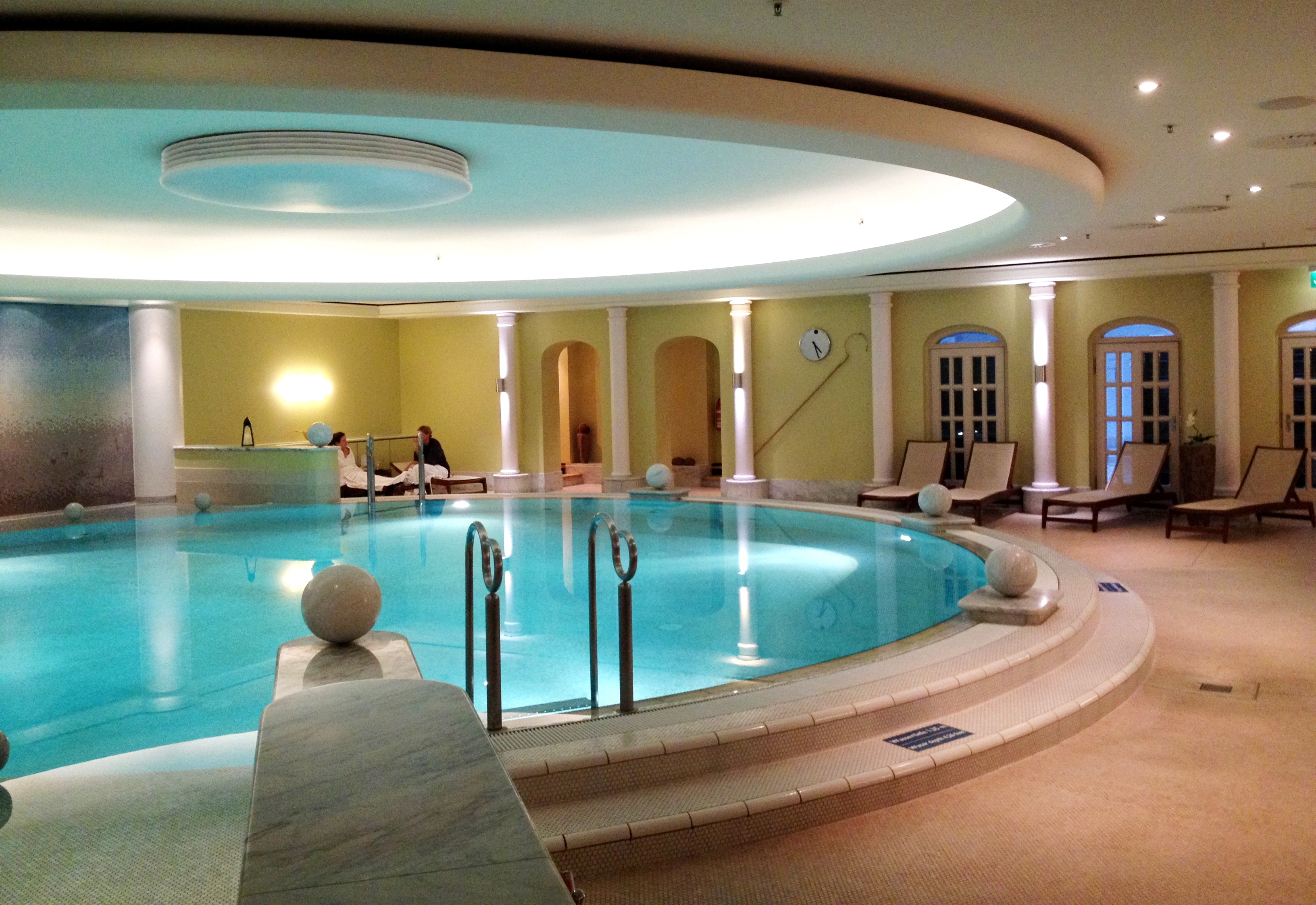 berlin-travelgrip-cityweekend- westin-pool
