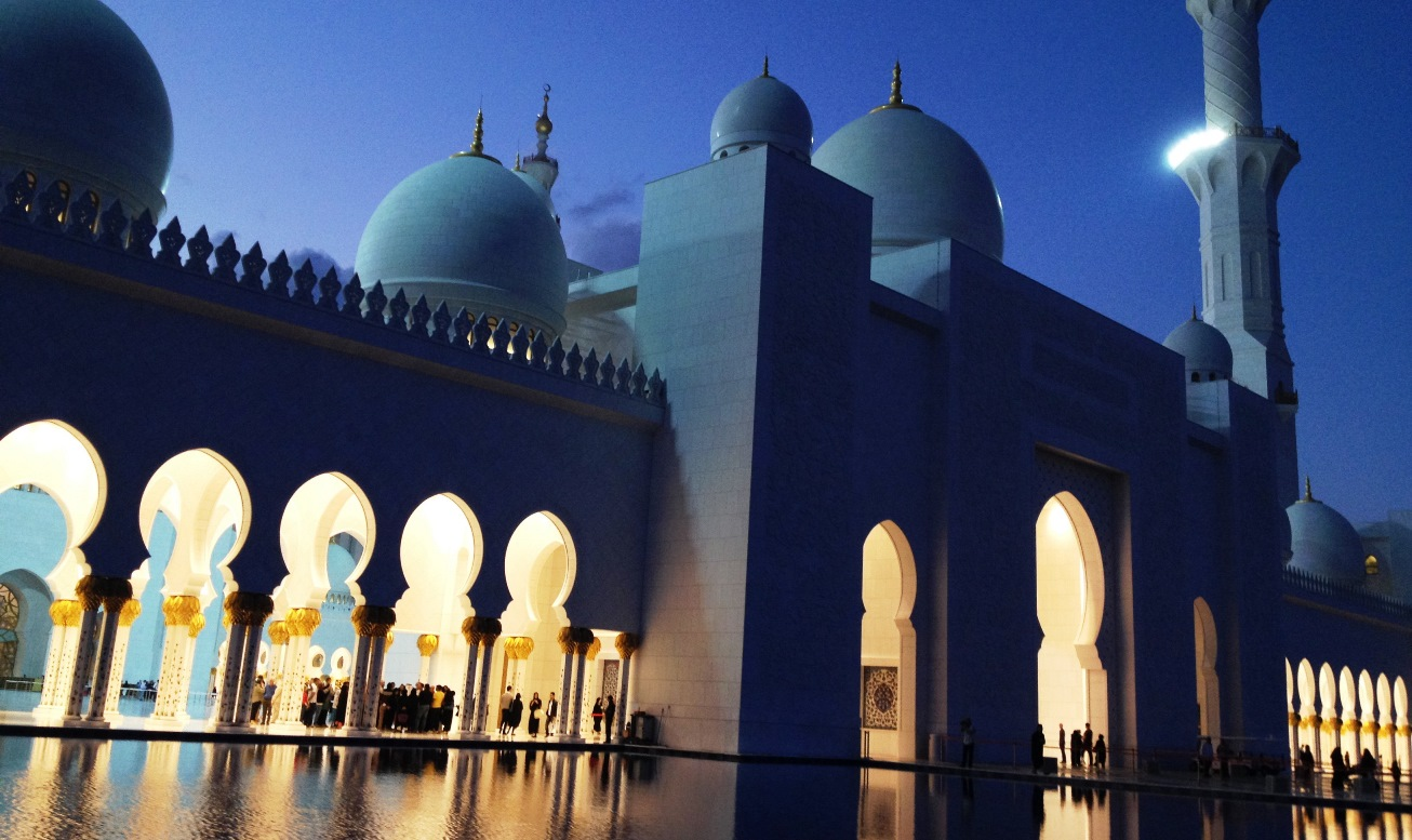 storslagna-grand-mosque-abu-dhabi-travelgrip
