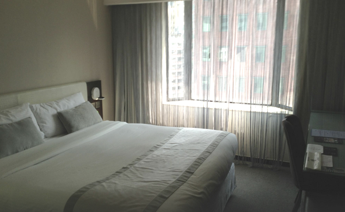 Empire-hotel-double-room-hongkong-travelgrip