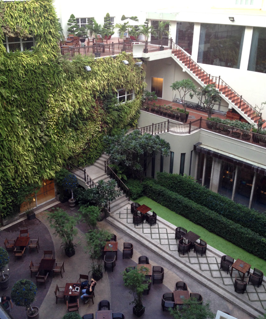 Rex-Hotel-Ho-chi-minh-Saigon-innergard