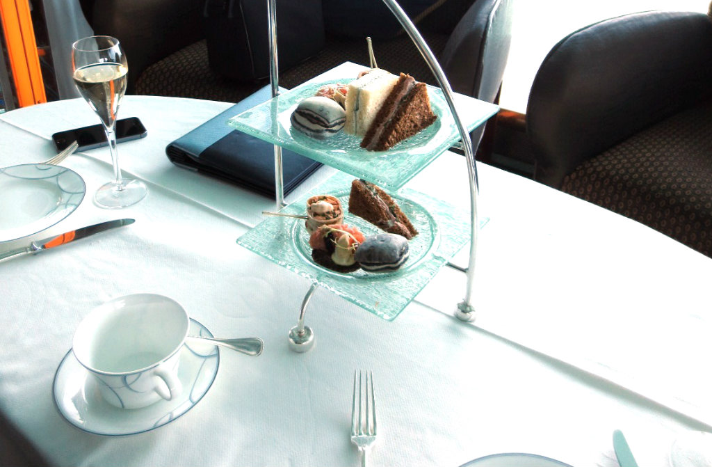 afternoon-tea-burj-al-arab-travelgrip- (17)