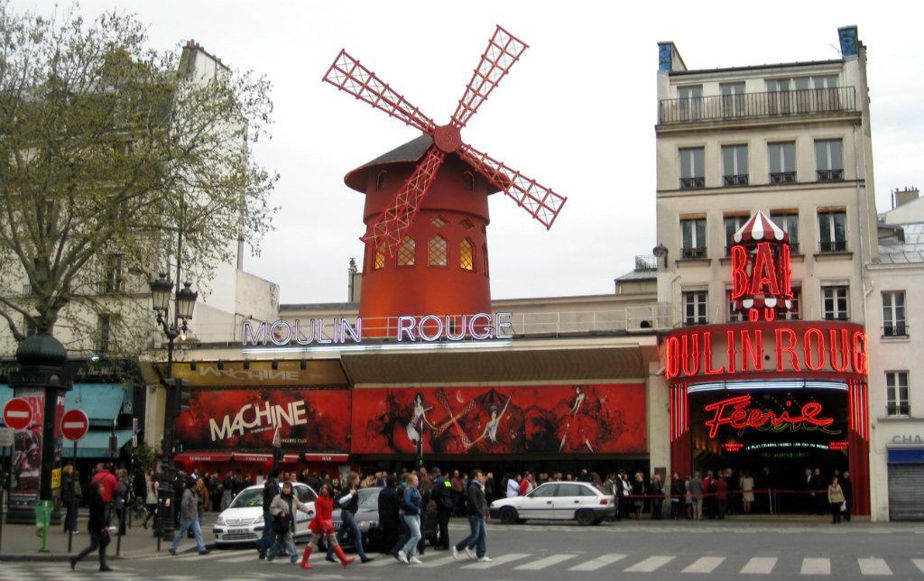 paris-moulin-rouge-cabaret-travelgrip