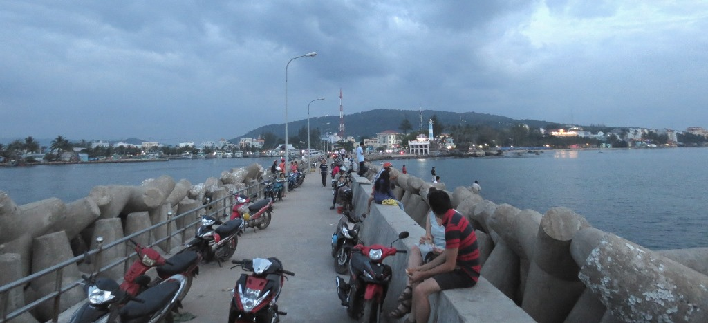 duong-dong-pir-phu-quoc-vietnam-travelgrip