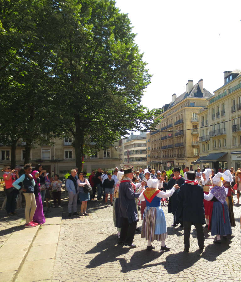 Rouen-torgdans-Normandie-France-TravelGrip