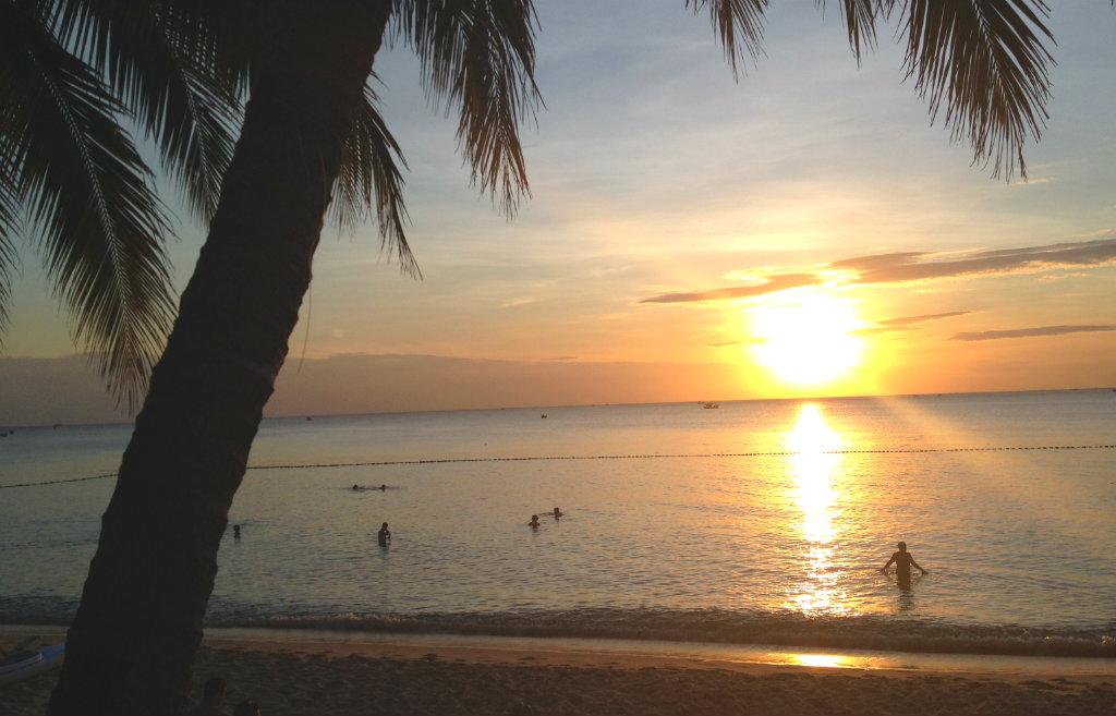 Solnedgång-på-strand-i-vietnam-TravelGrip