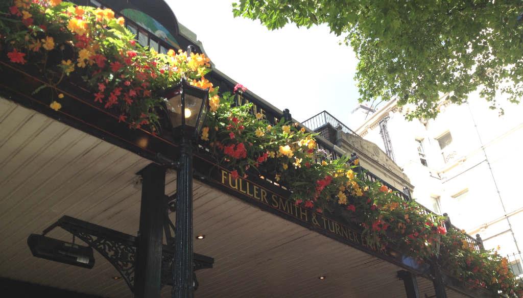 The-Swan-Pub-London-TravelGrip