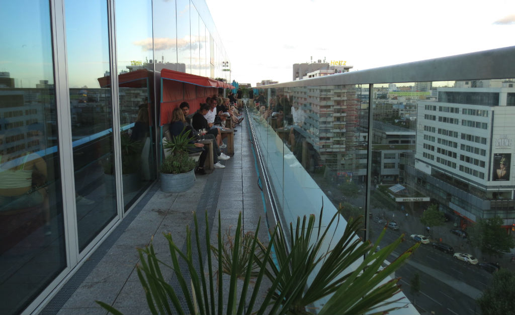 Monkey-bar-terrass-skybar-Berlin-TravelGrip