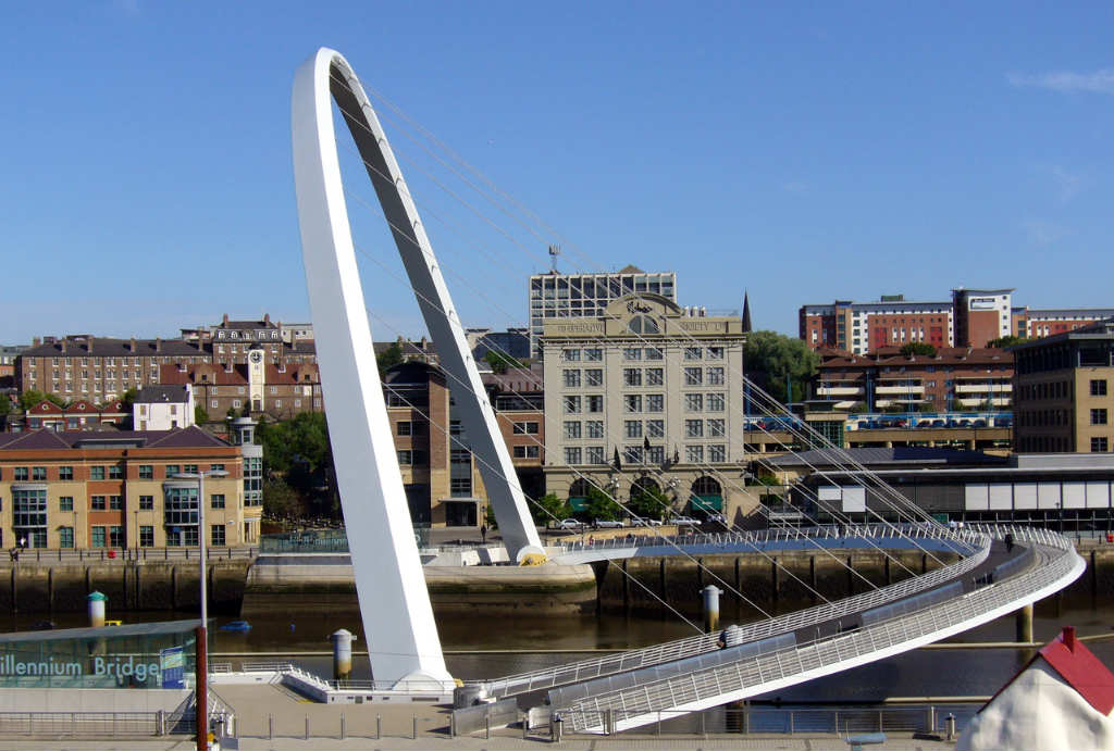 Millenium-Bridge-NewCastel-UK-TravelGrip