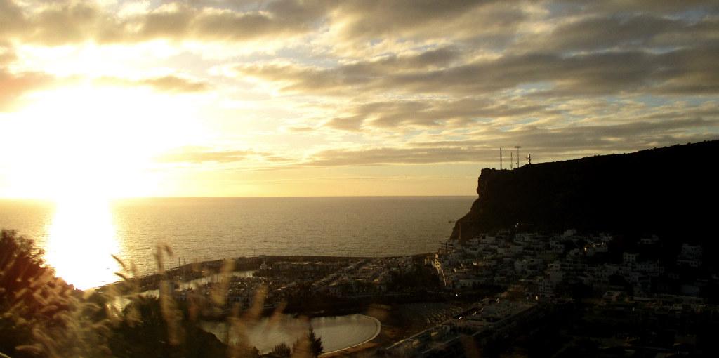 Solnedgång-över-puerto-de-Mogan-TravelGrip