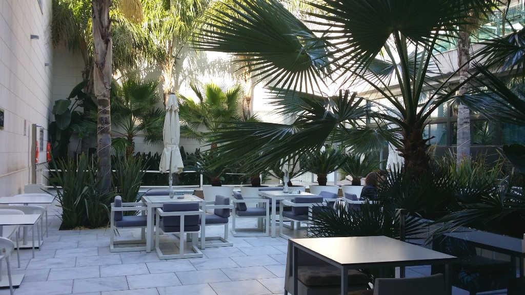 Hotel-Indigo-innergård-Barcelona-TravelGrip-