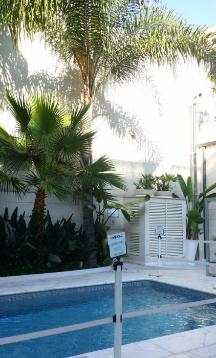 Hotel-Indigo-innergård-pool-Barcelona-TravelGrip-