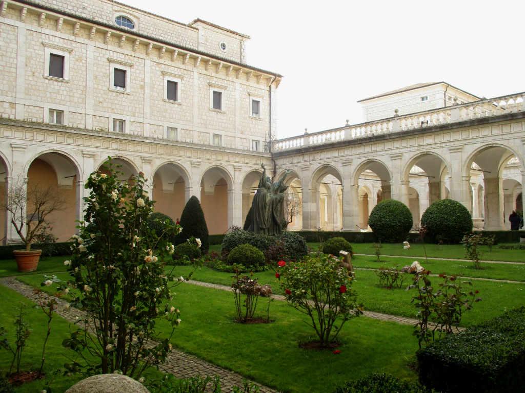 Monte-Cassino-kloster-Lazio-Italien-TravelGrip
