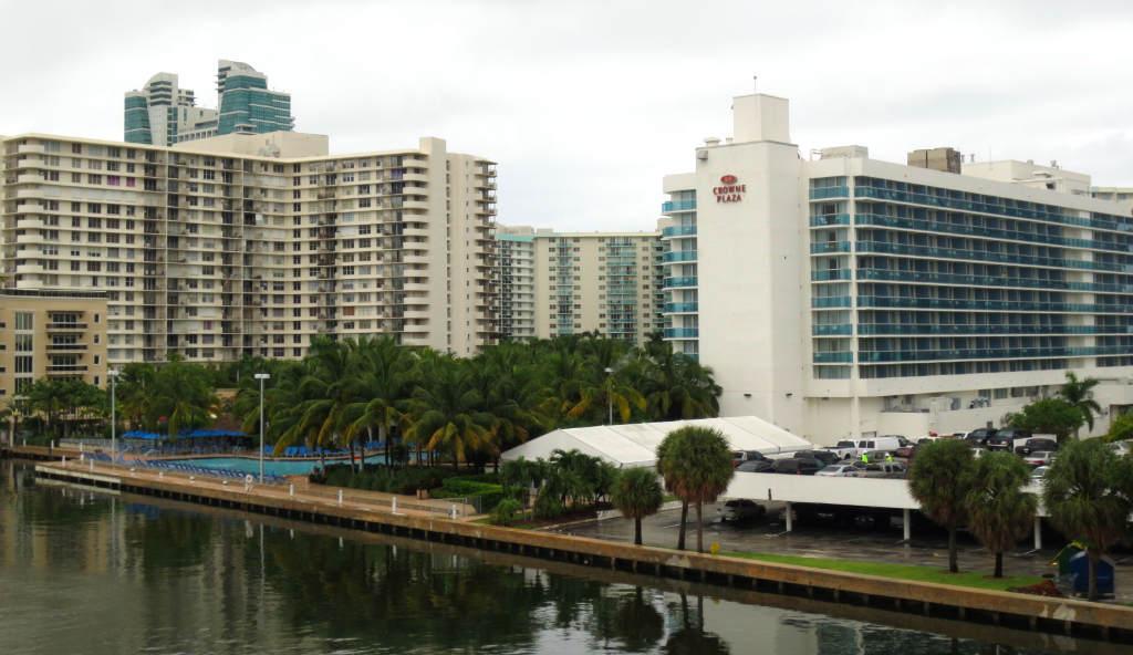 Hotel-Crowne-Plaza-Hollywood-Fort-Lauderdale-FLorida-TravelGrip