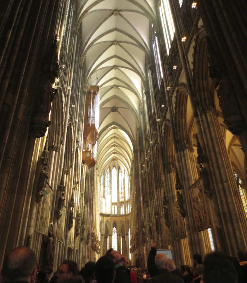 Köln-Domkyrkas-insida-TravelGrip