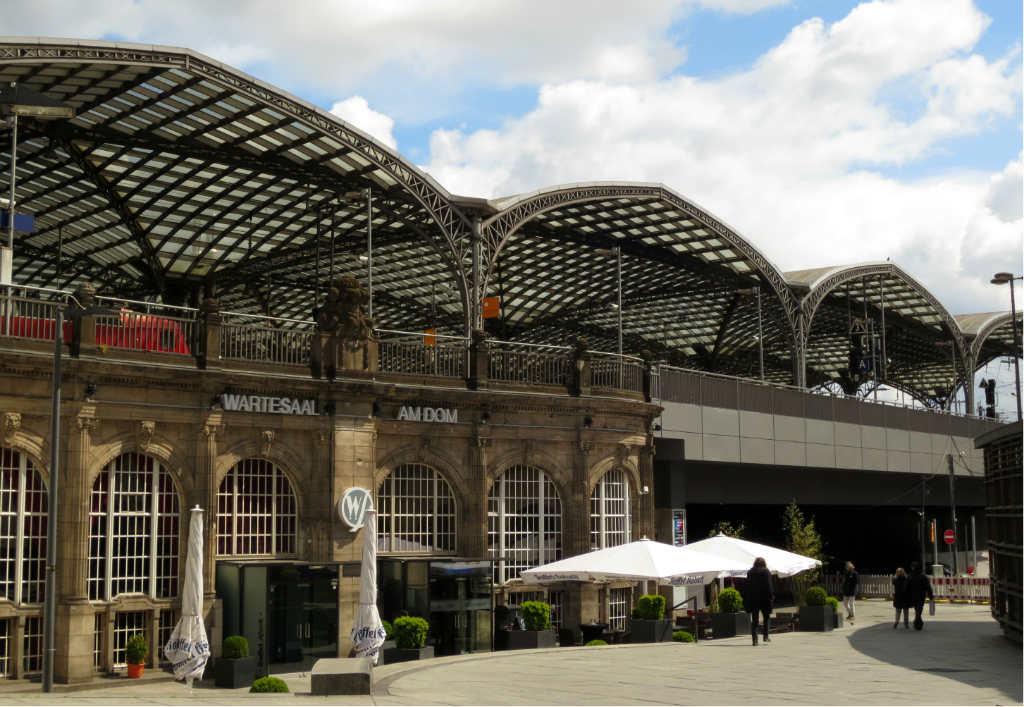 Köln-tågstation-Tyskland-TravelGrip