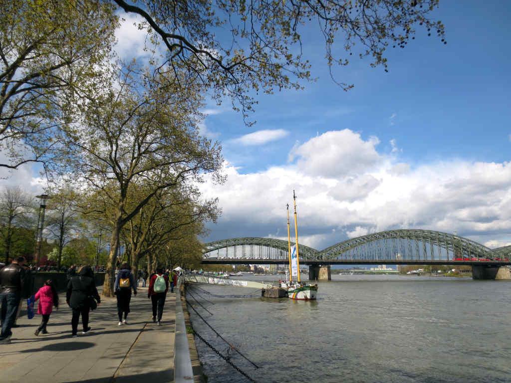 Promenadstråk-längs-Rhen-Köln-TravelGrip
