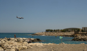 Nice-strand-vid-flygplats-Frankrike-TravelGrip