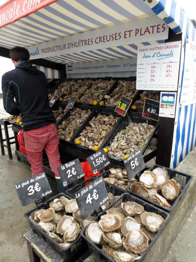Ostronförsäljning-i-Cancale-Frankrike-TravelGrip