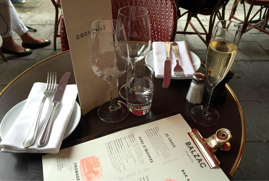At-gott-pa-franska.Brasserie-Balzac-i-Stockholm-TravelGrip