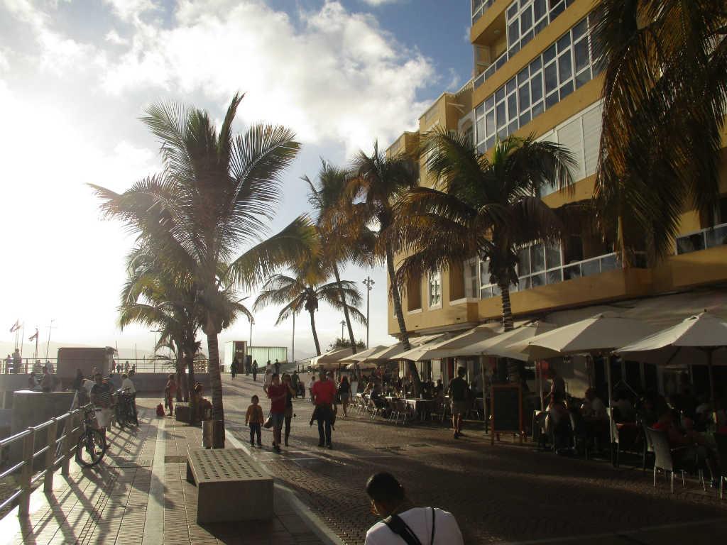 gran-canarias-basta-strand-playa-canteras-travelgrip