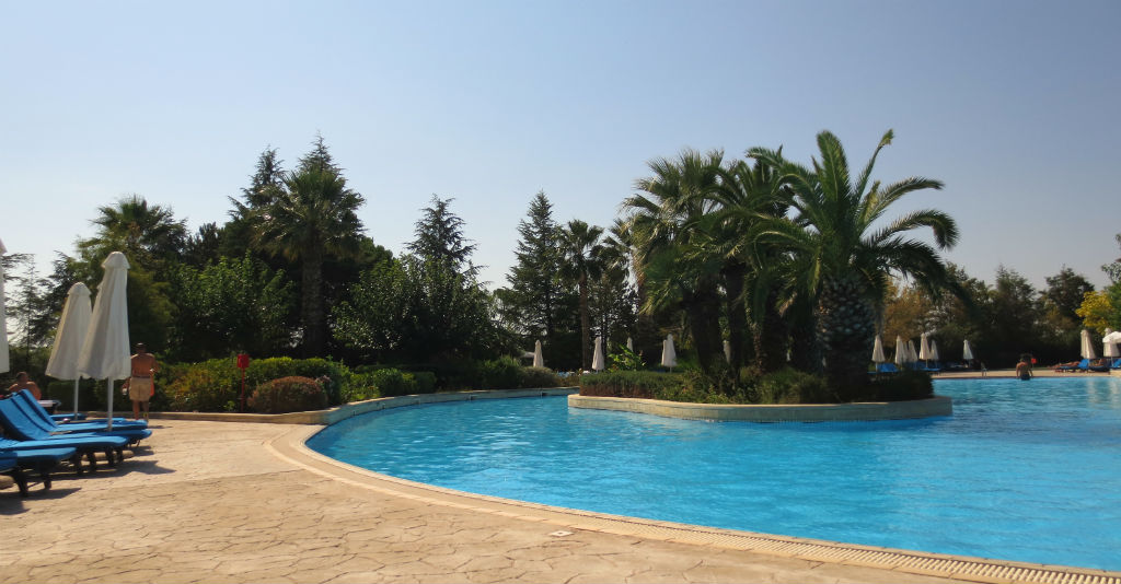 hyatt-regency-thessaloniki-hotel-pool-travelgrip
