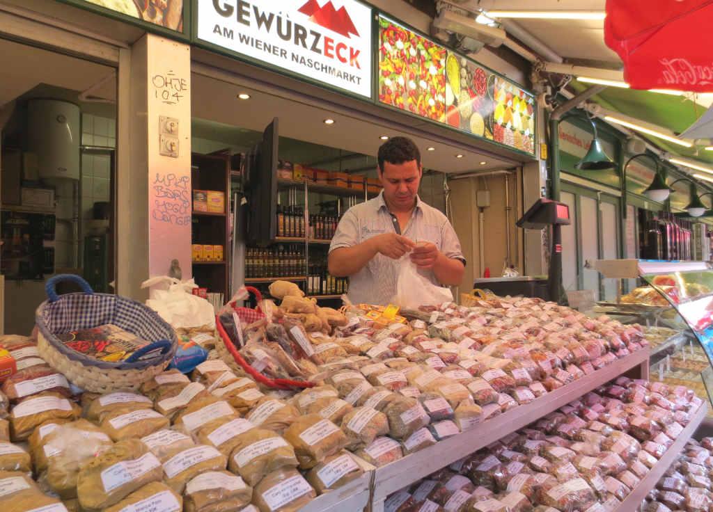 naschtmarkt-market-in-vienna-ladytravelguide-6