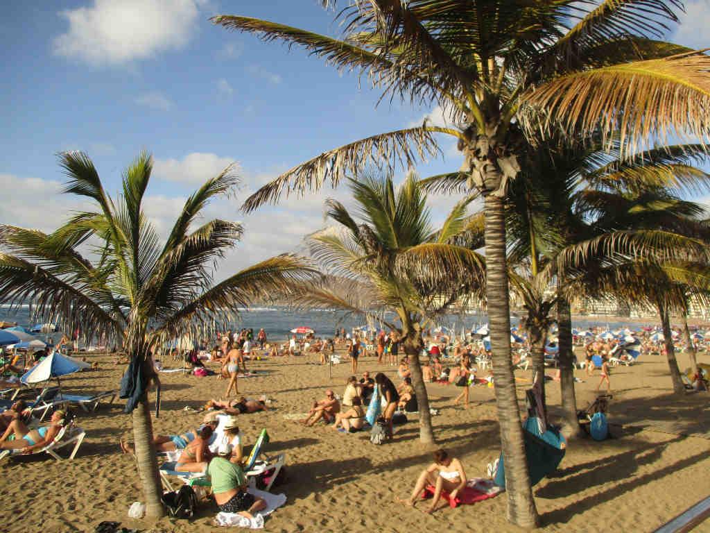 playa-canteras-strand-i-las-palmas-gran-canaria-travelgrip