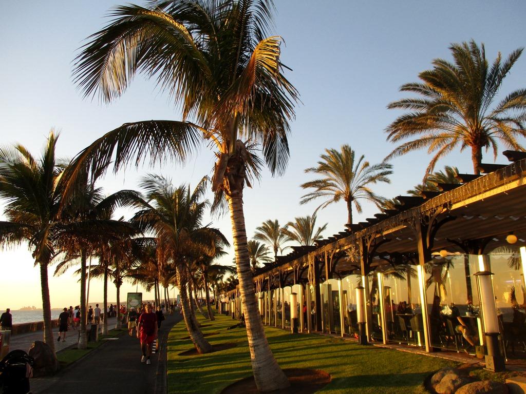 Maspalomas-omrade-med-restauranger-Gran-Canaria-TravelGrip