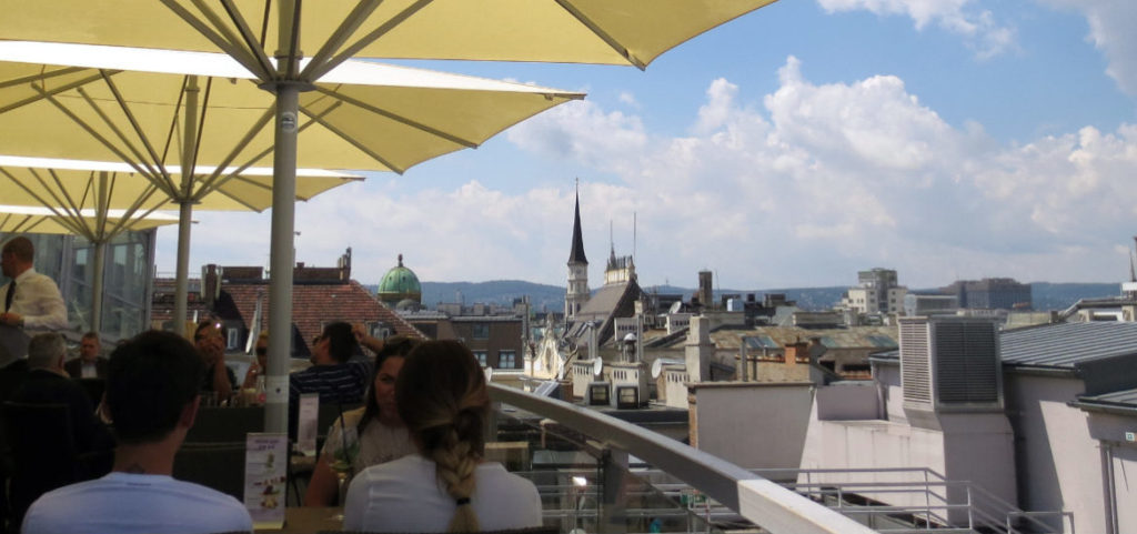 sky-rooftop-bar-wien-travelgrip
