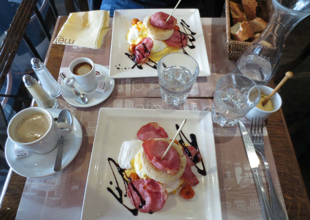 Cafe-du-Metro-Egg-Benedict-Paris-Saint-Germain-des-Pres-TravelGrip