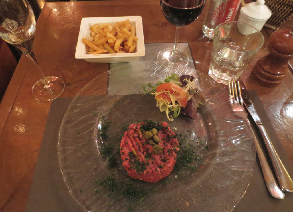 Le-Rousseau-steak-tartare-TravelGrip
