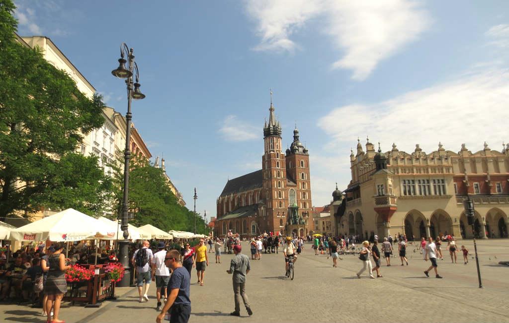Torget-Rynek-Glowny-Krakow-TravelGrip- (1)