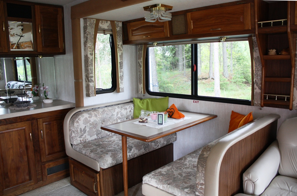 Husbil-till-salu- (17)amerikansk-husbil-till-salu-pa-blocket-travelgrip-
