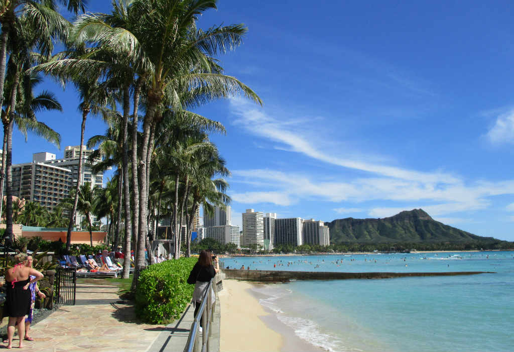 Waikiki-Beach-i-Honolulu-Hawaii-TravelGrip-6
