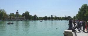el-retiro-park-madrid-ett-vattenhal-sommaren-travelgrip-1