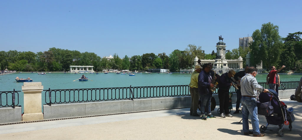 el-retiro-park-madrid-ett-vattenhal-sommaren-travelgrip-2