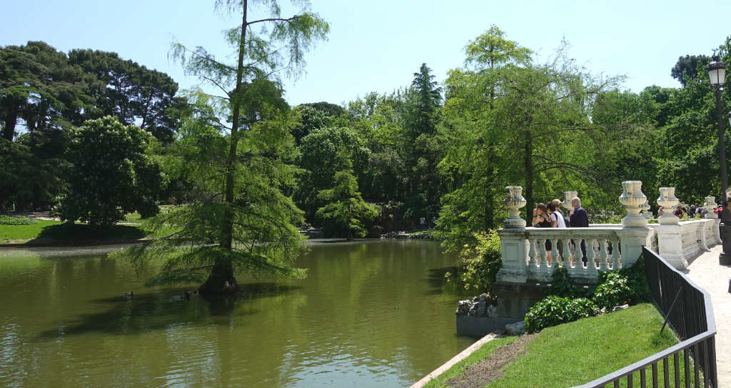 el-retiro-park-madrid-ett-vattenhal-sommaren-travelgrip-5