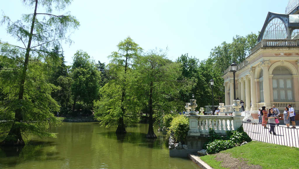 el-retiro-park-madrid-ett-vattenhal-sommaren-travelgrip-8