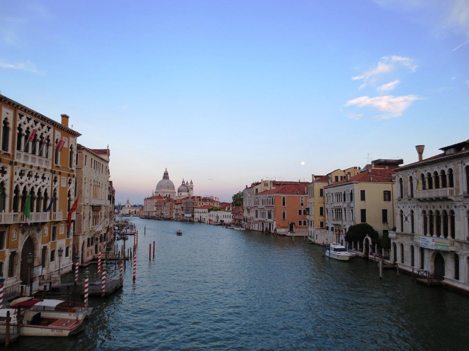 Utsikt över Venedigs kanaler