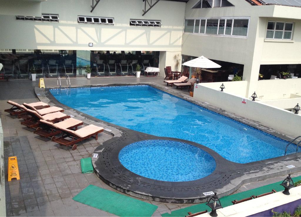 Rex-Hotel-Ho-chi-minh-Saigon-utomhuspool-travelgrip-