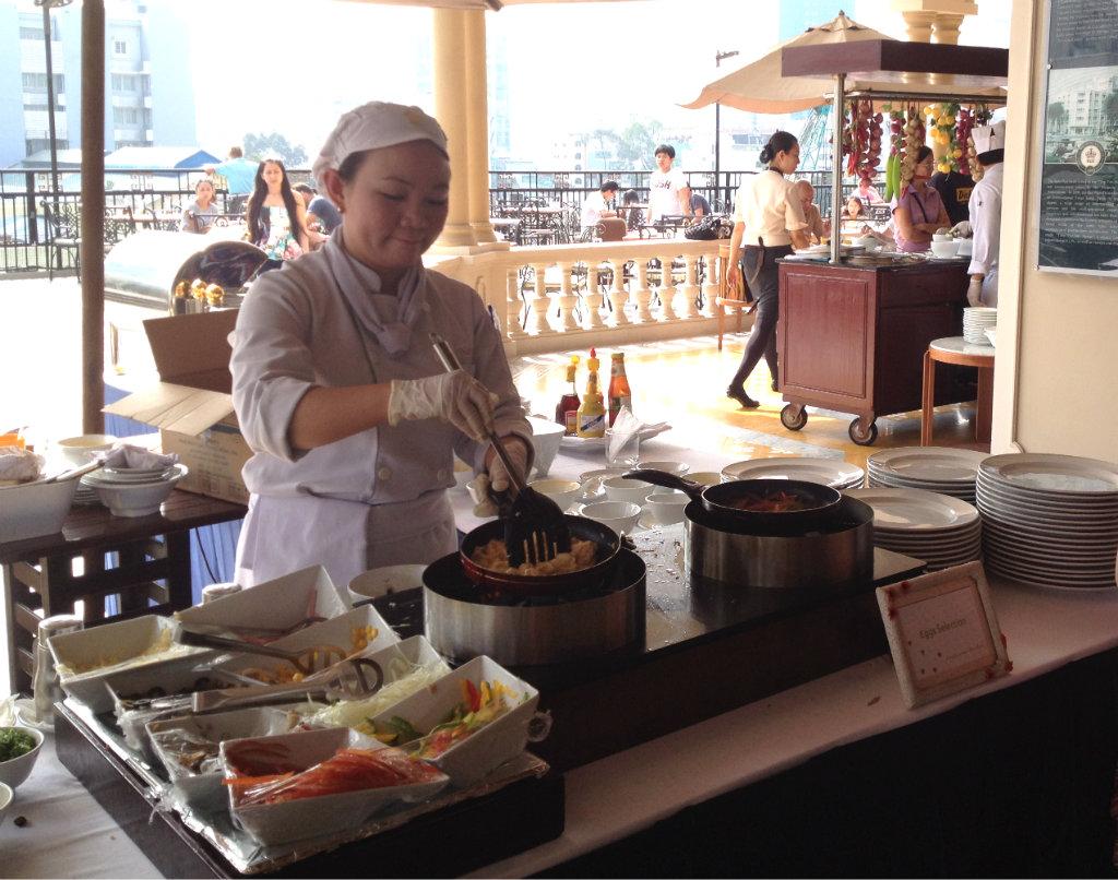 Rex-Hotel-Ho-chi-minh-Saigon-frukost-travelgrip