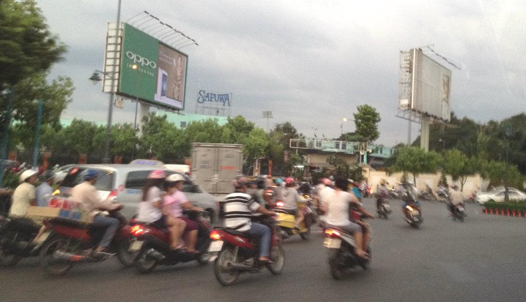 Ho-Chi-Minh-saigon-mopeder-travelgrip