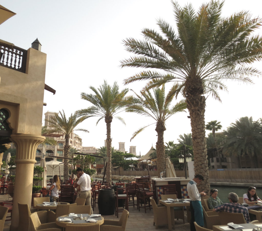 Uteservering i Madinat Jumeirah i Dubai