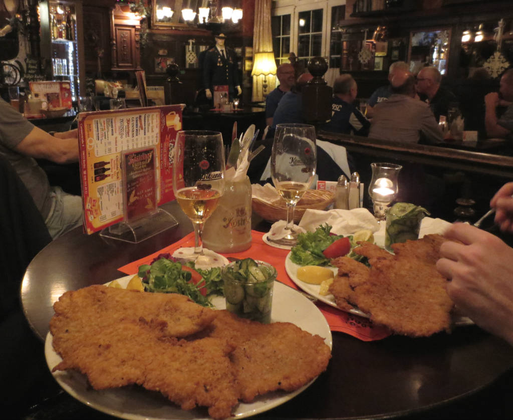 Dicki-Wirten-schnitzel-Berlin-TravelGrip