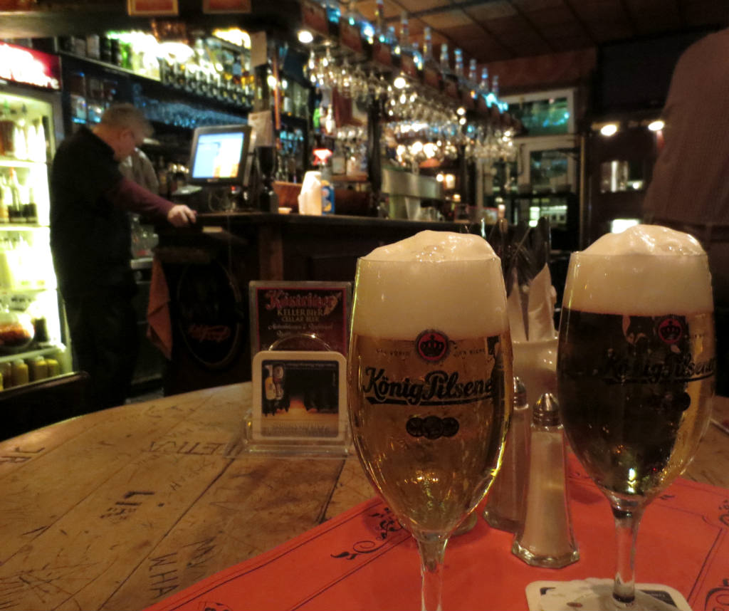 Dicki-Wirtin-Kenipen-Alt-Berliner-TravelGrip