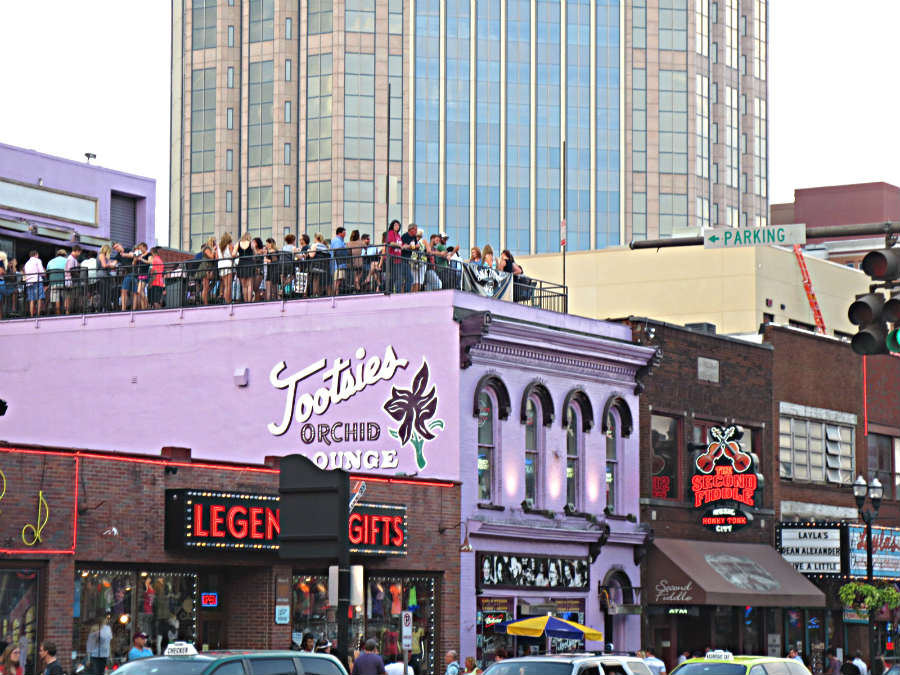 Tootsies-bar-Nashville-Travelgrip