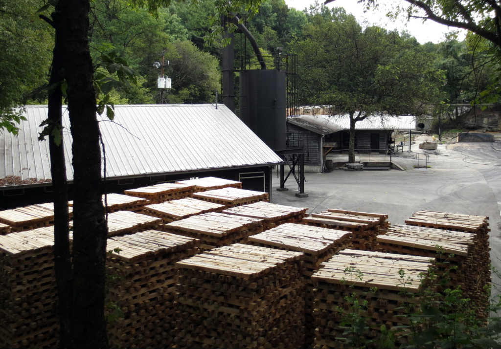 Koltillverkning-Jack-Daniels-Destillery-TravelGrip