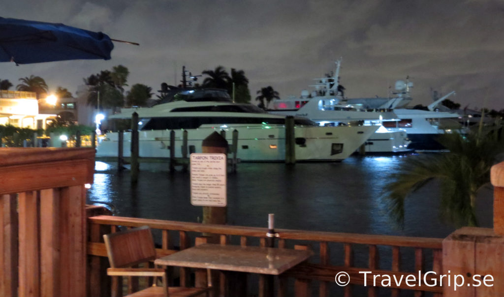 Uteservering-Coconut-GB-OysterBar-Florida-TravelGrip