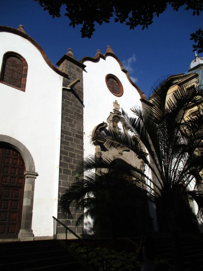 Kyrka-i-Santa-Cruz-Tenerife-TravelGrip